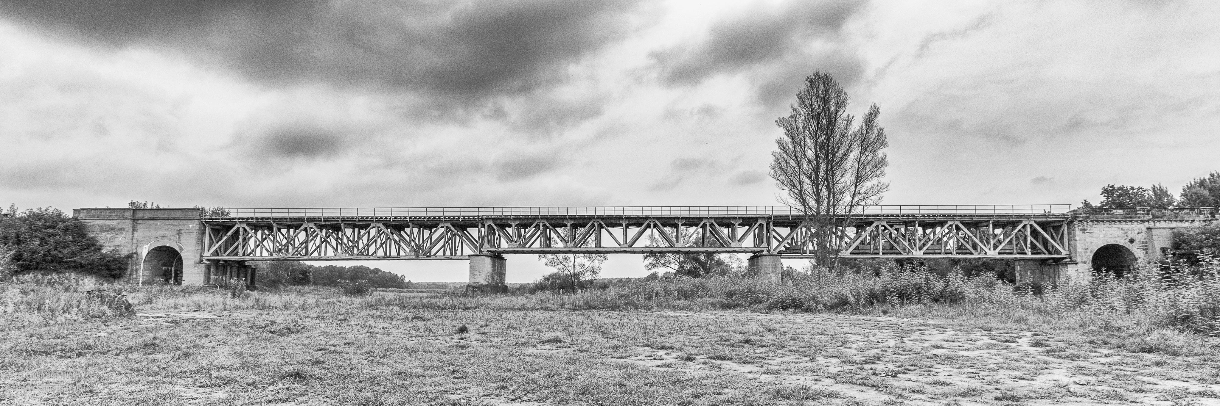 Eisenbahnbrücke Zentendorf.